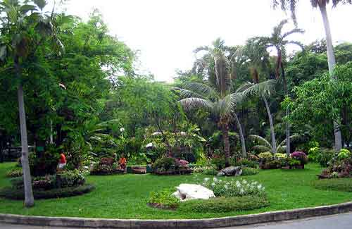 Lumphini Park (Image: neajjean used under a Creative Commons Attribution-ShareAlike license)