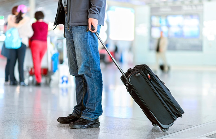 packing-carry-on-luggage-hand-luggage-bags-carry-on-luggage-dimensions-what-can-you-take-in-hand-luggage-how-to-pack-light