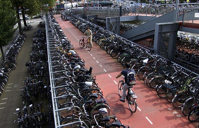 2-amsterdam-cycling-in-amsterdam-urban-cycling-bike-friendly-cities