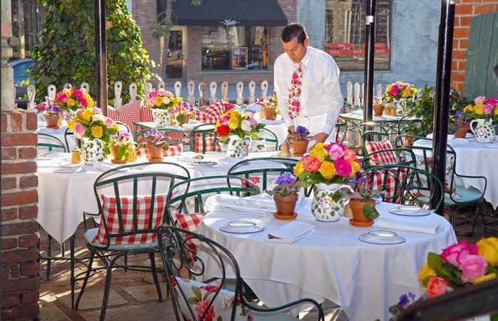 The-Ivy-los-angeles-best-restaurants-in-los-angeles