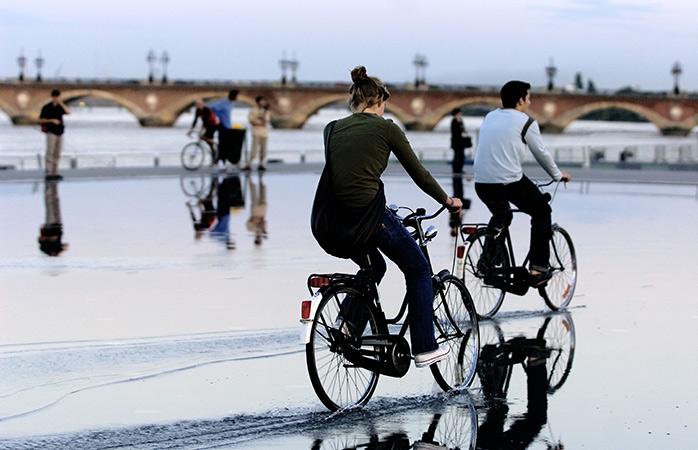 8-Bourdeaux-visit-bourdeaux-bike-friendly-cities
