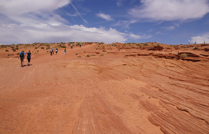 An unforgettable marathon against a backdrop of red sand and unique canyons at Antelope Canyon