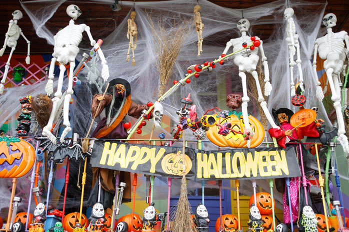 New Orleans is all about Halloween: don't miss the decorated streets and the paranormal parades