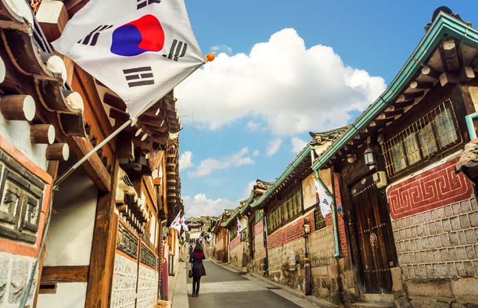 Bukchon Hanok Village in Seoul – a stop on a tour from Incheon International Airport