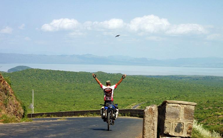 Travelers We Love #002: Cycling the Globe