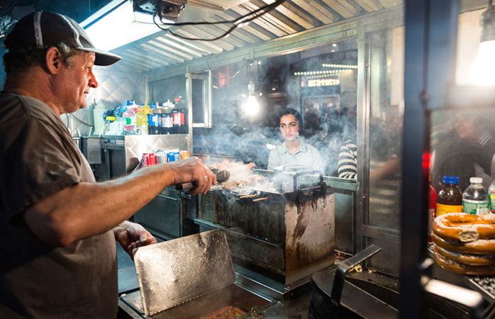 An iconic New York City food truck