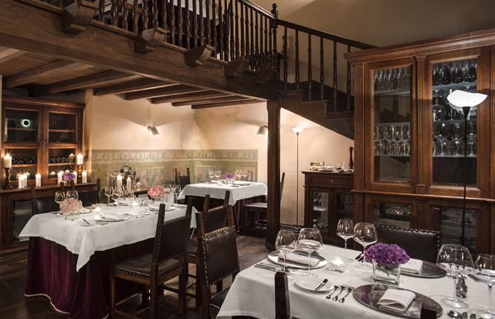 Guests will find traditional Polish recipes with an innovative twist at the Hotel Copernicus Restaurant © Hotel Copernicus
