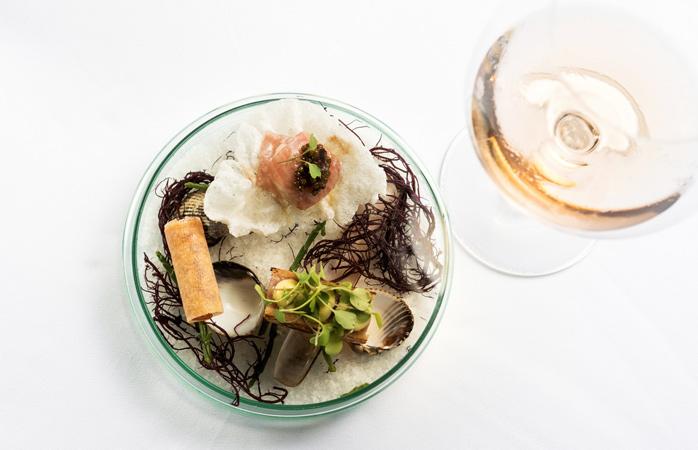 Vitello tonnato and spicy tuna © The Yeatman Hotel