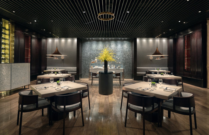 The refined PHÉNIX eatery & bar features a sophisticated and intimate dining area © The PuLi Hotel and Spa