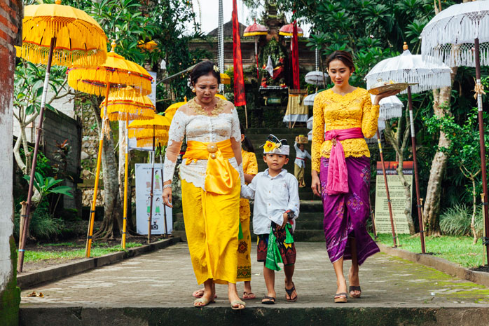 """A Balinese family in preparation for """"Nyepi"""" – the day of silence"""