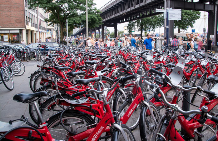 Grab a city bike and explore Hamburg on two wheels - the first 30 minutes are free
