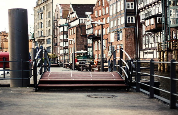 Take a free and guided walking tour through the historic old town in Hamburg