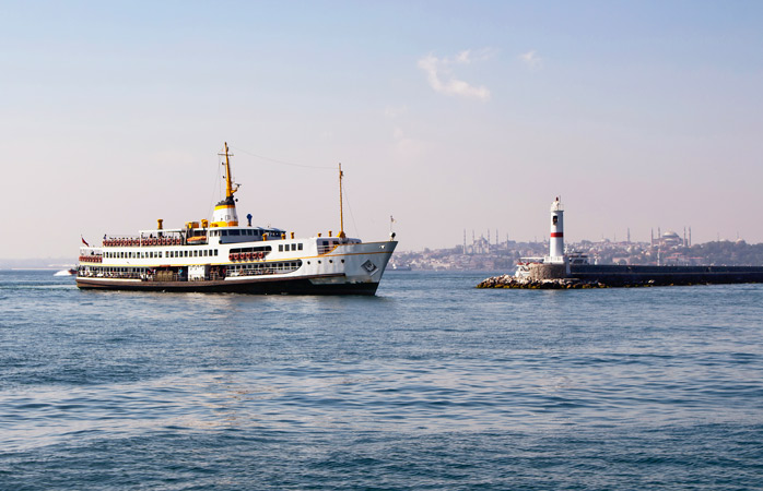 Asia on one side, Europe on the other: cruise the waters of the Bosphorus