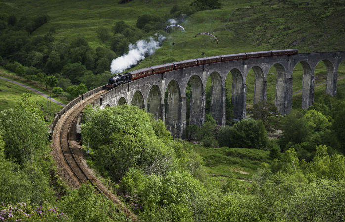 Seems familiar? You're right, it's the Hogwarts Express!