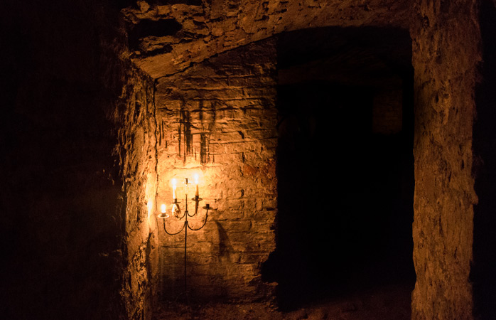 3-Edinburgh-Vaults-secret-underground-cities