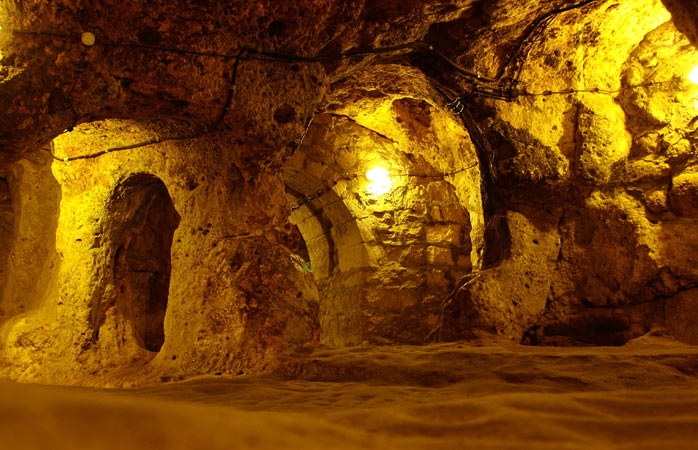 8-Derinkuyu-Cappadocia-city-secret-underground-cities
