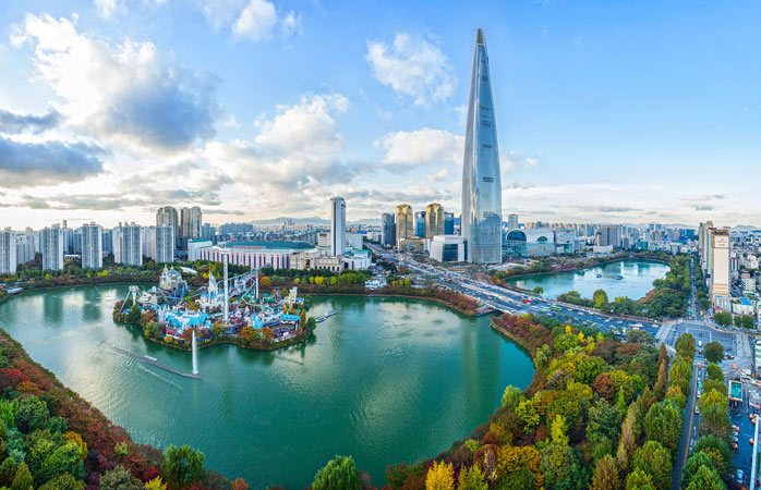 Lotte World Tower houses an observation deck, an art museum and a luxury hotel